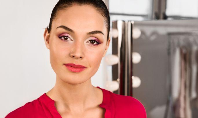 Чекор по чекор: Розови омбре очи и мат усни | Oriflame Cosmetics
