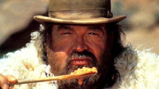 Manchmal mit, manchmal ohne Speck: In vielen ihrer Filme hauen Bud Spencer und Terence Hill sich den Wanst mit der legendären Bohnenpfanne voll. Hier ist eine einfache Variante zum Nachkochen