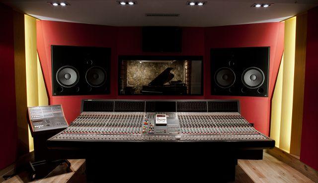 Gearjunkies.com: Question de Son studio Paris Choose Amadeus for Acoustics and Monitoring