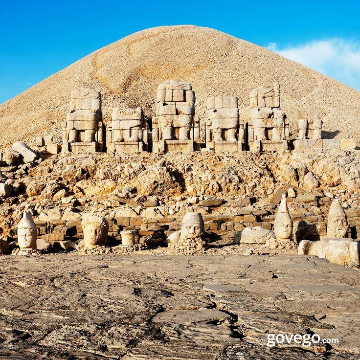 Haftanın son gününde Adıyaman'dayız. ️  1987'de UNESCO Dünya Miras Listesi'ne alınan Nemrut Dağı yamaçlarındaki Komagene Krallığı'na ait kalıntıları, 8-10 metrelik dev heykelleriyle ve tüm ihtişamıyla ziyaretçilerini bekliyor. Yoksa Sen hala gitmedin mi?  ------------------------ goveog.com/otobus-bileti #doğa #naturel #yeşil #green #life #lifeisgood #seyahatetmek #seyahat #yolculuk #gezi #view #manzara #gününkaresi #huzur #an  #anatolia #turkey #travel #turizm #türkiye #turkey #instagram