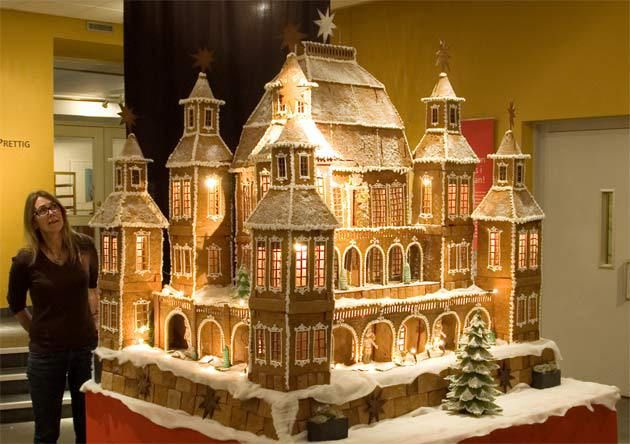 ★ Fiery Red ★ 15 Incredibly Impressive Gingerbread Houses - Light it Up