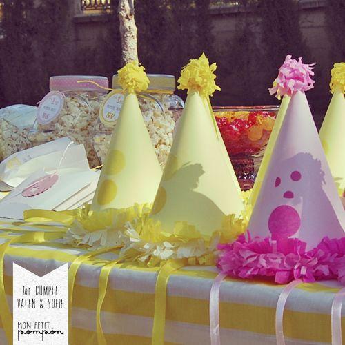 Sombreros de payaso y palomitas de maíz.. una mezcla perfecta! A perfect mix: PopCorn and Party Hats!