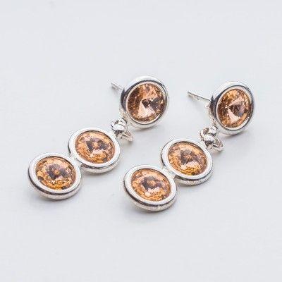 Swarovski Rivoli Earrings 6/6/6mm Light Peach  Dimensions: length: 3,2cm stone size: 6mm Weight ( silver) ~ 3,30g ( 1 pair ) Weight ( silver + stones) ~ 3,95g Metal : sterling silver ( AG-925) Stones: Swarovski Elements 1122 SS29 ( 6mm ) Colour: Light Peach 1 package = 1 pair  Price 9 EUR