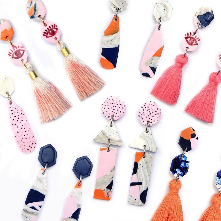 Pendientes con aire trival de colores