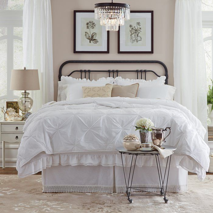 A slender frame and open silhouette give this metal headboard a versatile look that seamlessly blends in with any bedroom style. Also available as a complete bed frame.