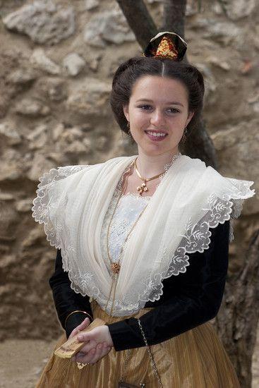 Caroline Serre  20ème Reine d'Arles (2008-2011)