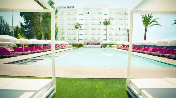 Hotel Astoria Playa - Hotel Astoria Playa. Réservez en direct sans commission pour Hotel Astoria Playa . Prix moyen en €: 95-95 hotel@astoriaplaya.com Astoria ,  Majorque http://hotelastoriaplaya.com/