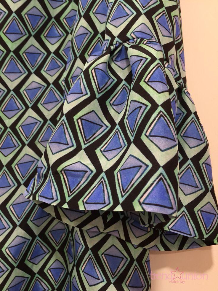 #TRENDUNION #BARI #SPRINGSUMMER #2016 #SS2016 #FASHION #DRESS #ART #MADEINITALY #OUTFIT #LOOK #COOL #FASHIONVICTIM #STYLISH #TAILOREDSUIT #ABITISUMISURA #TESSUTI #VIAROBERTODABARI123  Abito sartoriale in seta pura disegno geometrico manica con volant e scollatura a goccia - particolare.