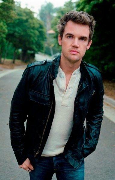   Tyler Hilton-he has a voice like an angel:)