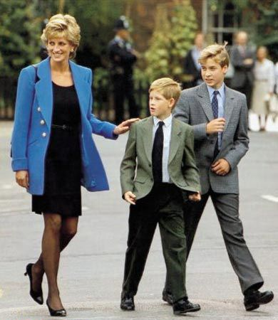 Diana and boys.: Queen Elizabeth, Lady Diana, Prince Harry, Prince Williams, People Princesses, Princesses Dianacharl, Prince Charles, Eton Colleges, Royals Families