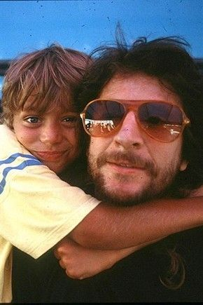 Valentino Rossi as a child - hugging his father. Google zoeken