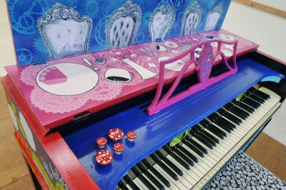 The Graphics Fairy - Crafts: Alice in Wonderland - Piano Street Art - Heather Carr