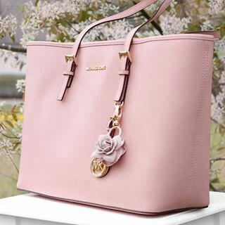Pink !!!!  2016 bag  ellementsgroup.com #MichaelKors                                                                                                                                                      More  Diese und weitere Taschen auf www.designertaschen-shops.de entdecken