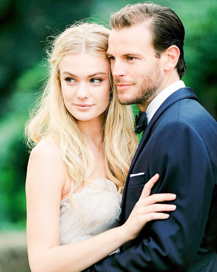 Hoje publicamos nosso primeiro post de inspiração no Luminous Bride um casamento maravilhoso na Itália! Corre lá no http://ift.tt/1UNHCnJ pra ver na íntegra!   Fotografia @anouschkar | Flores e Design@joyproctor | Vestido@samuellecouture | Acessórios de cabelo@janniebaltzer | Conceito@ktmerry | Fitas e faixas@silkandwillow | Smoking @jcrew | Toalhas de mesa@latavolalinen | Arranjos de mesa@classic_vintage_rentals | Caligrafia e papelaria@writtenwordcalligraphy |Alianças@the_mrs_box