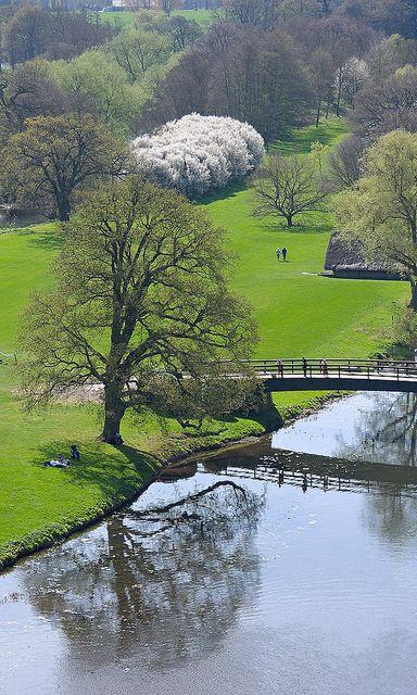 Reflection, Warwick Castle, England ..... La reflexión, el castillo de Warwick, Inglaterra