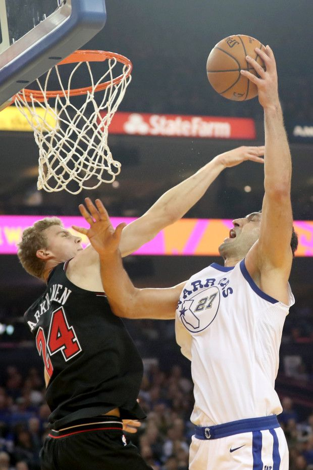Golden State Warriors' Zaza Pachulia (27) makes a shot against Chicago Bulls' Lauri Markkanen (24) in the first half of an NBA game at Oracle Arena in Oakland, Calif., on Friday, Nov. 24, 2017. (Ray Chavez/Bay Area News Group)