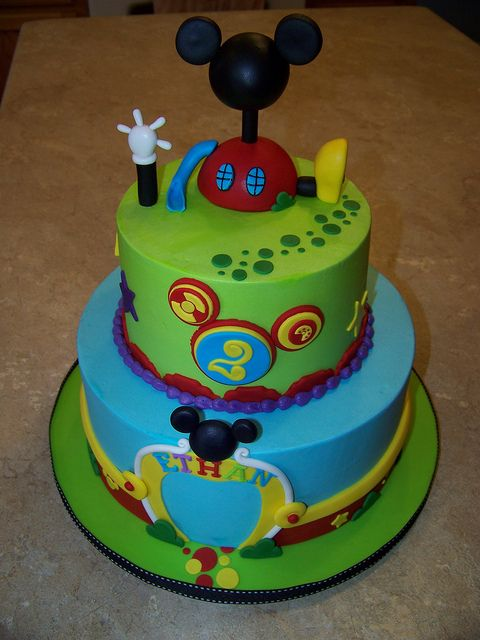 Mickey Mouse Clubhouse Cake..my daughter Leah would love this!!!