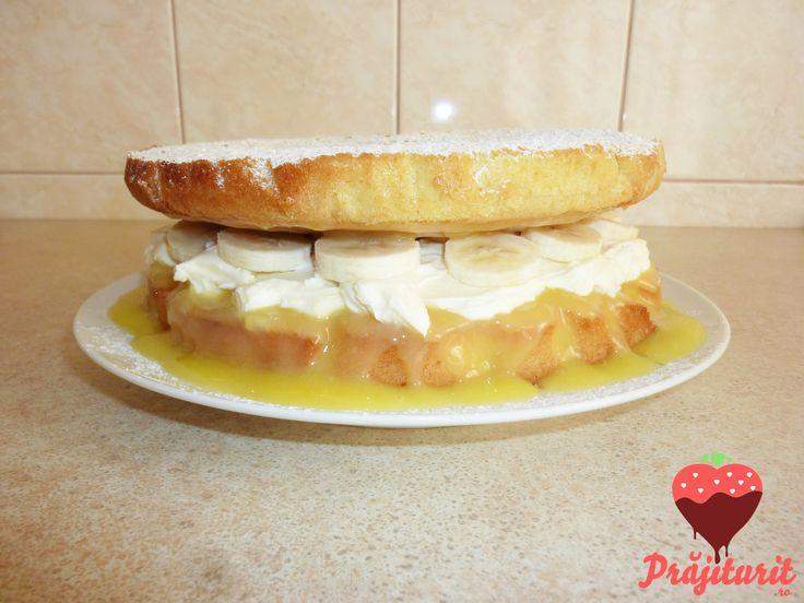 Tort Victoria sponge, după rețeta lui Jamie Oliver, cu un blat extrem de pufos.