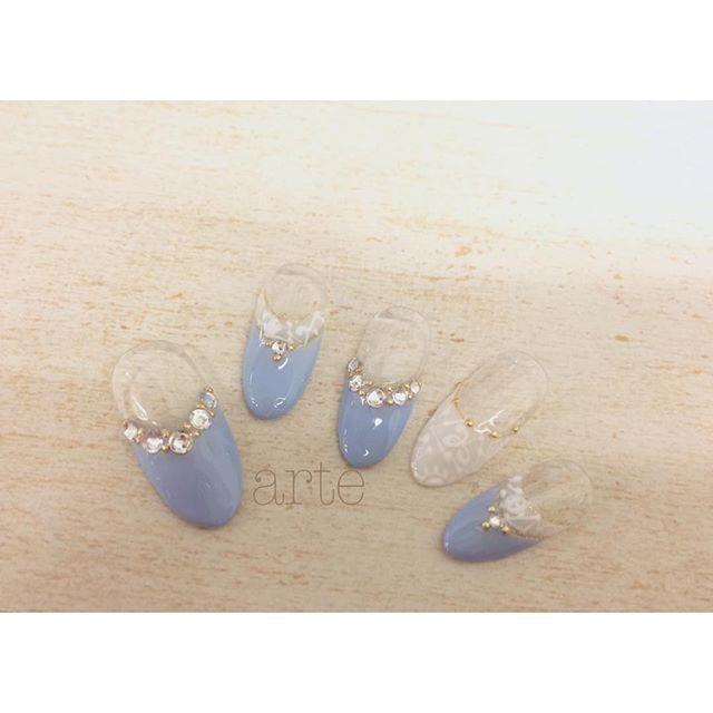 """「幸せを願って""""サムシングブルー""""を。花嫁さんにおすすめしたいネイルデザイン」に含まれるinstagramの画像 MERY [メリー]"""