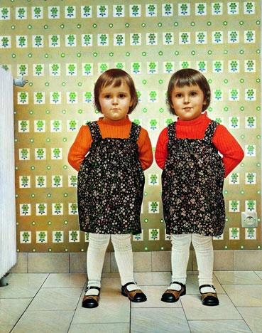 Jean-Olivier Hucleux  Les Jumelles, 1978-1979  Huile sur bois, 154x121 cm  Collection de l'artiste  © Adagp, Paris 2009 Photo