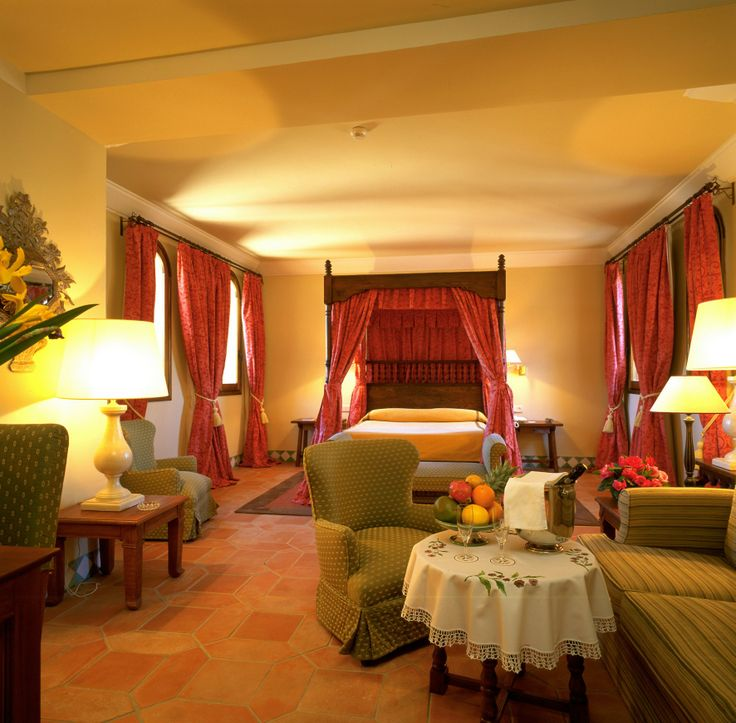 #Suite de #Parador en #Alcañiz #nochedebodas #habitacion #novios #bodas con #historia  #rusticweddingchic