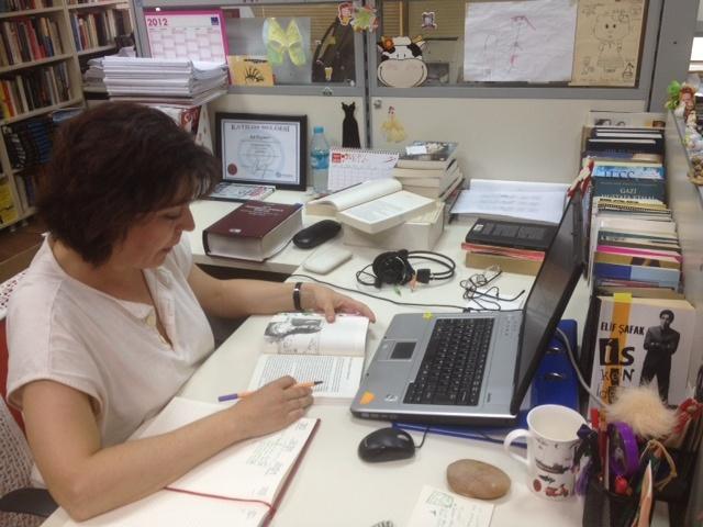 Doğan Kitap'taki editörüm Işıl, çalışırken. My editor Işıl from Dogan Kitap, working.