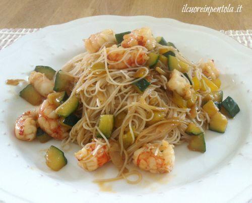 Noodles con gamberi e verdure - Ricetta noodles gamberi