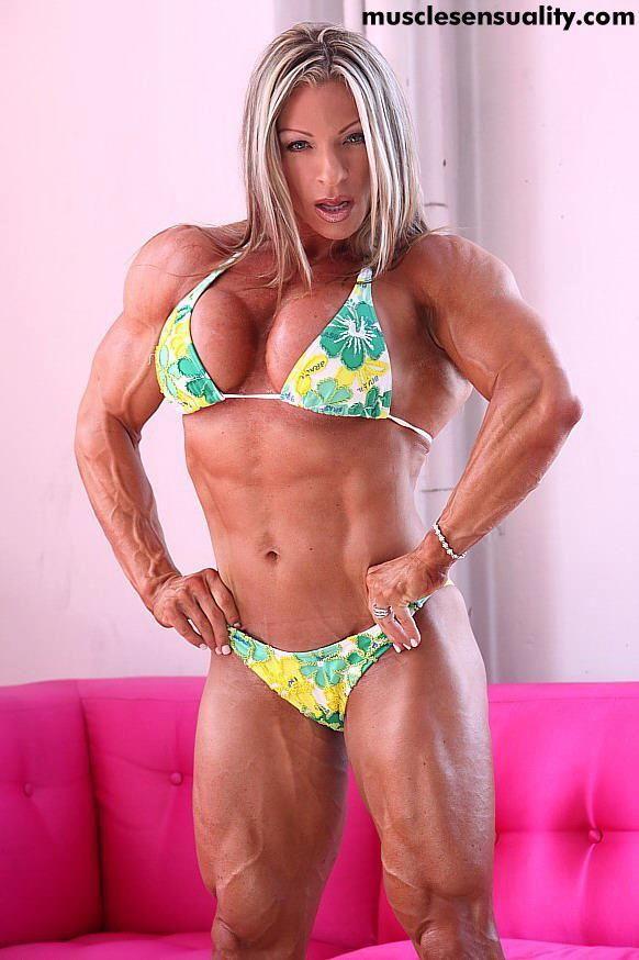 Bodybuilderin Grossmutter Outdoor Kuessen