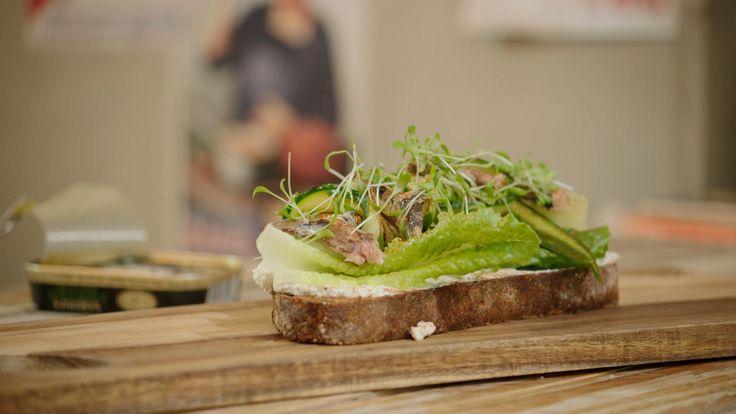 Toast met avocado, komkommer, courgette en sardines | Dagelijkse kost