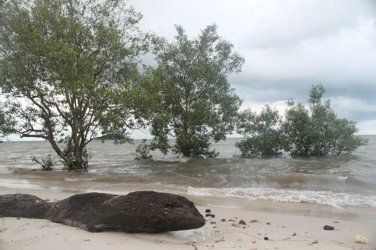Pantai Tanjung Pendam: Destinasi pariwisata Belitung Tengah Kota