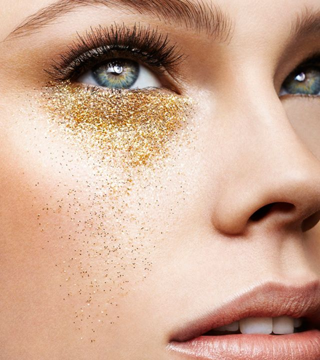 Summer Make Up Trends: #GlitterTears, #Sandbagging (caking on loose powder underneath the eyes and around the bottom edges of the lips to sop up grease for a matte, ultra-smooth finish), and #glowingskin with #peachy #highlights. Have you tried any of these? Post images in the comments below and tag friends. #celebwatch #celebritystyle #makeuptrends #beautytips