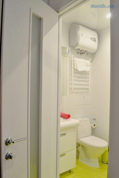 Дизайнерский ремонт, 7-ми камерные стеклопакеты, бамбуковый пол массив, мебель IKEA, встроенная техника, инверторные кондиционеры, сантехника Grohe. Возле дома есть охраняемая парковка.