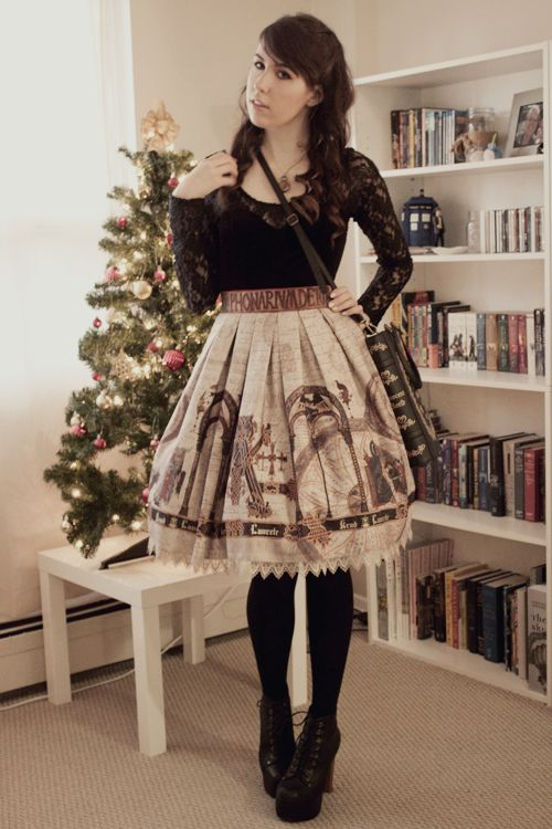 Casual lolita coord. The shirt is pretty audacious.