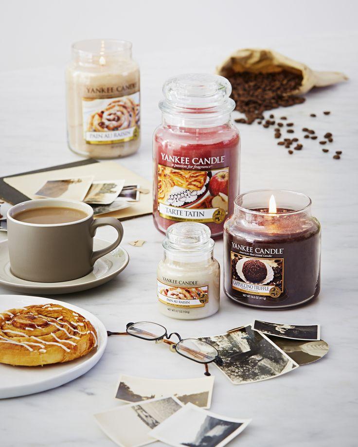 Descubre la colección de fragancias Café Culture de verano de 2015, con los aromas más apetecibles. Cappuccino Truffle, con el aroma del café con chocolate, Pain au Raisin, con el olor de las ensaimadas con pasas borrachas de brandy, y Tarte Tatin, con el irresistible aroma de las tartas de manzana.
