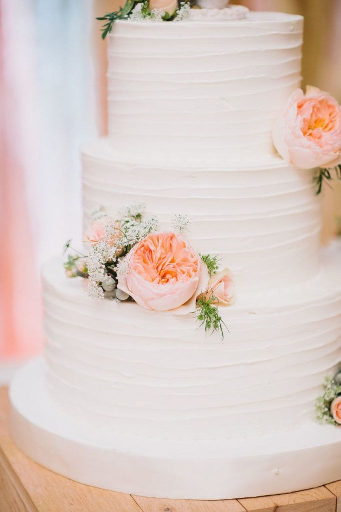 White Buttercream Round Wedding Cake - White Lantern Floral Centerpiece by Dream Designs Florist - Blush and Mint Southern Charm Wedding at Highland Manor in Apopka Florida - Best Photography - click pin for more - www.orangeblossombride.com