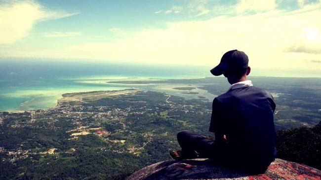 34 Foto Pemandangan Puncak Gunung Mengintip Natuna Dari Puncak Gunung Ranai Download Gunung Singa Soreang Kabupaten Ban In 2020 Natural Landmarks Landmarks Travel