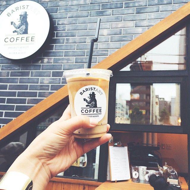 店外、店内、コーヒー全部撮影せずにはいられない程オシャレな「BARISTART COFFEE(バリスタートコーヒー)」希少なジャージー牛乳を使ったコクのある濃厚ラテが楽しめます。札幌市にあるので、是非旅行した際には立ち寄ってみてください。BARISTART COFFEE可愛いクマさんがお出迎えしてくれます♡