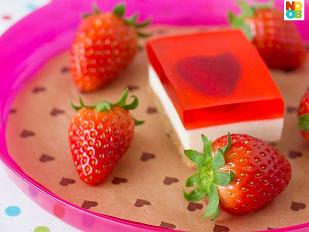 Strawberry Jelly Hearts Cheesecake Recipe: Food Desserts, Food Recipes, Heart Cheesecake, Valentines Day, Jelly Heart, Jelly Cheesecake, Strawberries Jelly, Cooking Recipes, Cheesecake Recipes