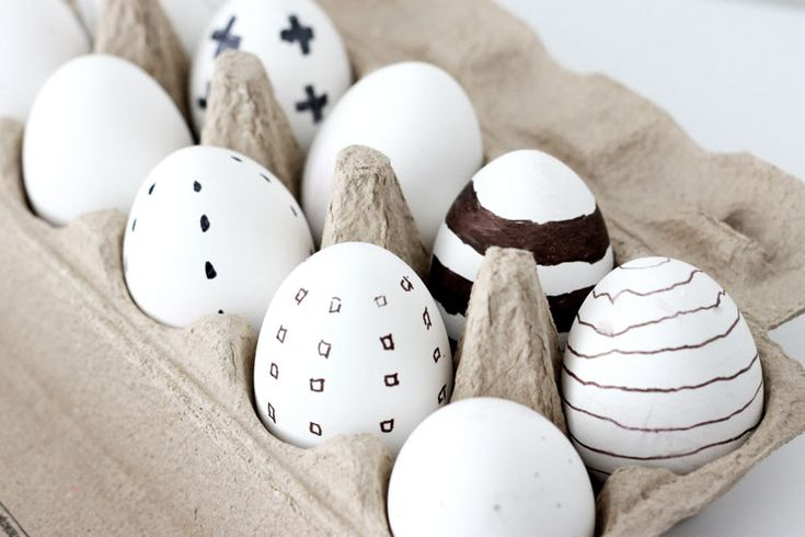 paasdecoraties, paasversiering, paaseieren, paaseieren versieren, paas knutsels, knutselen, eieren verfen, nordic, zwart wit, marmer