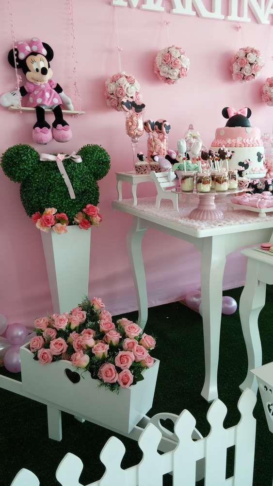 Minnie Mouse birthday party decorations! See more party planning ideas at CatchMyParty.com!