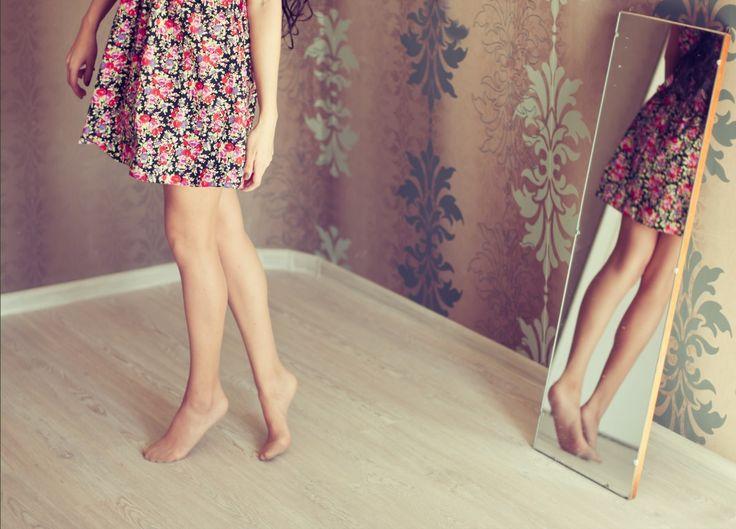 Bacak Boyunuza Göre Etek Seçimi  Boy, kilo ve vücut tipinize uygun olan eteği seçmeniz oldukça önemli. Çünkü doğru seçilmeyen bir etek, bacak boyunuzu kısaltacağı gibi, olduğunuzdan daha kilolu görünmenize de neden olabilir.
