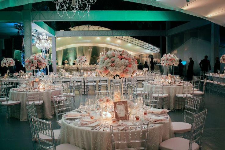 Una vez más fuimos testigos de una noche de romance y diseños Adriana Satizabal.