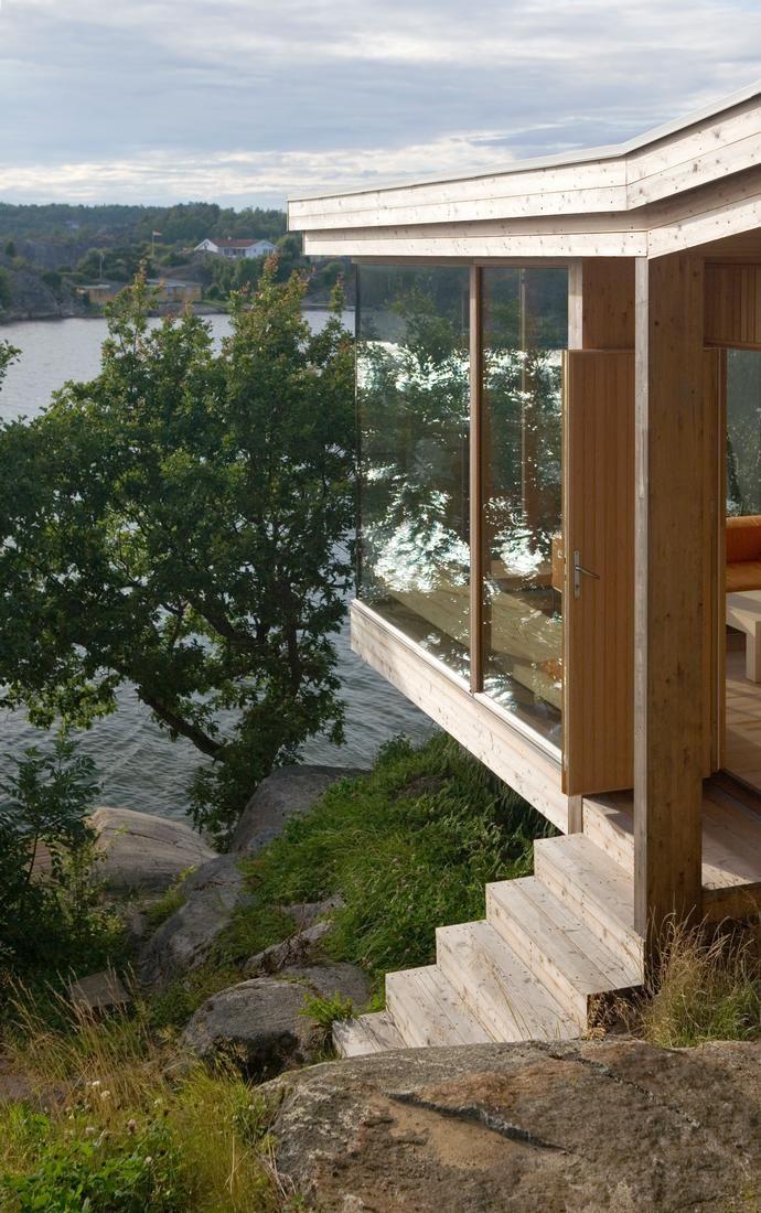 Ting jeg liker utseende av, men trolig ikke mulig på tomten og med aktuelle rammer.  Cabin Ameln in Norway by Lund Hagem Arkitekter