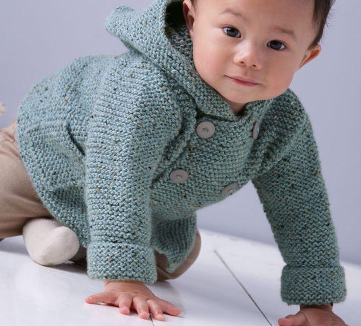 On craque pour ce petit modèle de paletot layette tricoté en Laine Phil randonnées coloris Dauphin. Un modèle intemporel qui sera parfait pour bébé. Modèle tricoté au point mousse, très facile pour nos débutantes. Ce modèle se ferme par une large boutonnière de 1 à 6 boutons en fonction de la taille Modèle n°01 du mini-catalogue N°599 : Layette-Automne/Hiver 2015