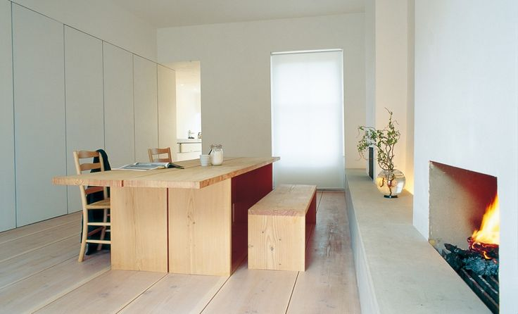 John Pawson taught Dinesen about the significance of a floor, and that planks can be used for more than walking on. A cooperation that dates back to the 1990s.