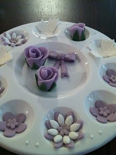 great idea for shaping fondant flowers