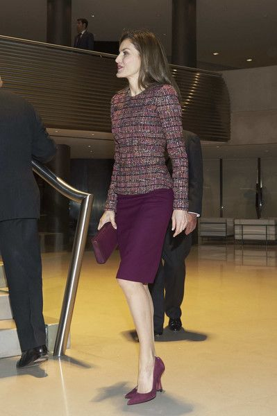 Queen Letizia of Spain Photos Photos - Queen Letizia of Spain meets FAD Foundation at Santander Bank on December 19, 2016 in Madrid, Spain. - Queen Letizia Of Spain Meets FAD Foundation
