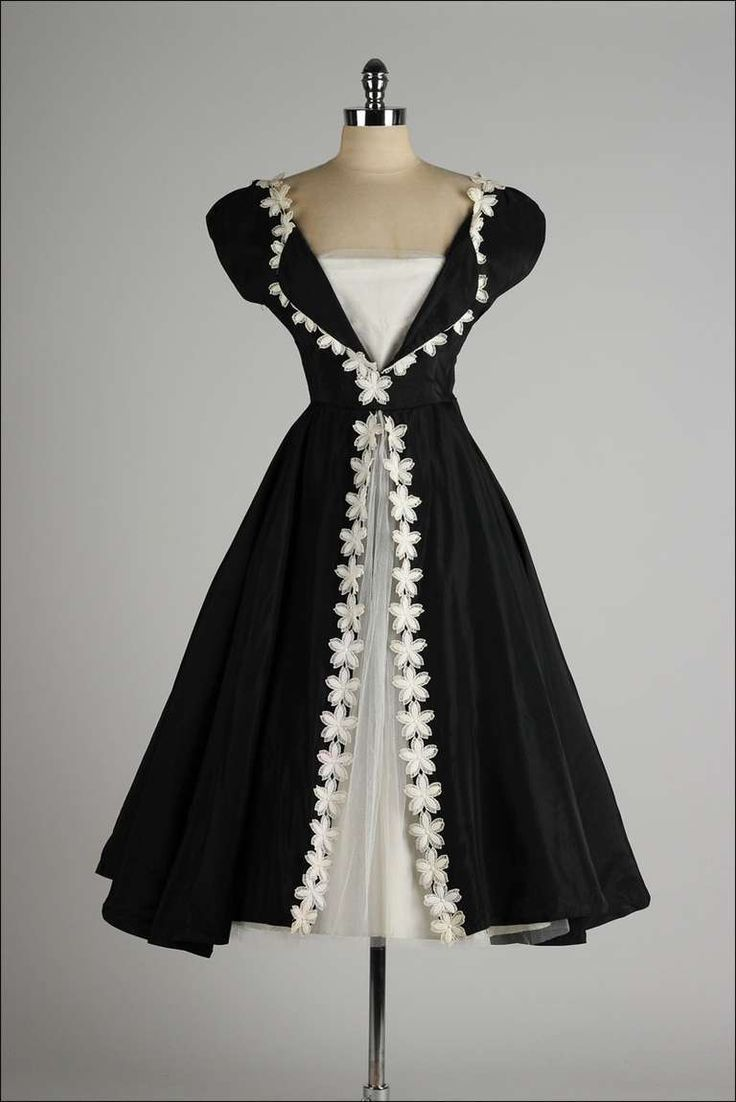 Vintage 1950's Black Taffeta White Macrame Flower Dress image 2