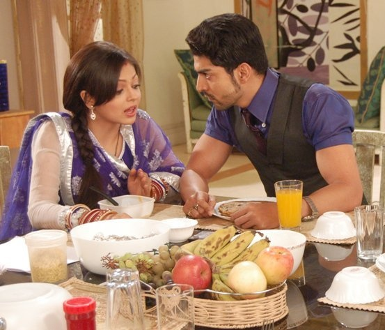 Maan and Geet figuring out about the baby