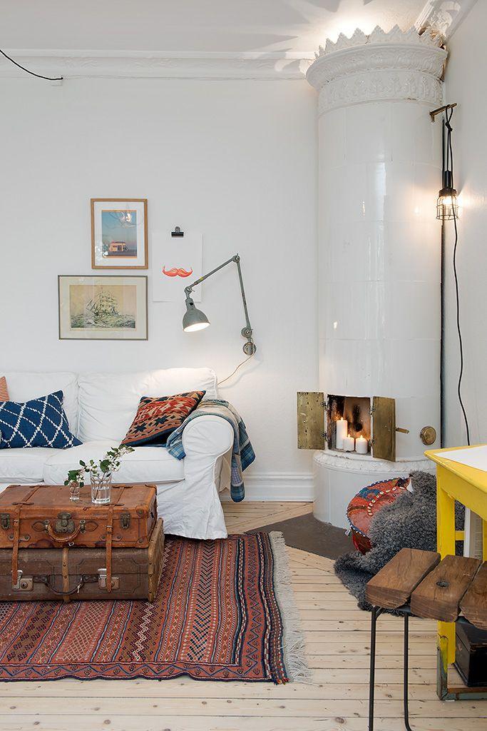 Une table basse improvisée avec deux valises vintage, ça habille et donne un côté original au salon vous ne trouvez pas ? Vous êtes passionnés de voyage ou simplement de récupération alors, foncez créer votre petite table basse ! #travel #DIY #voyage